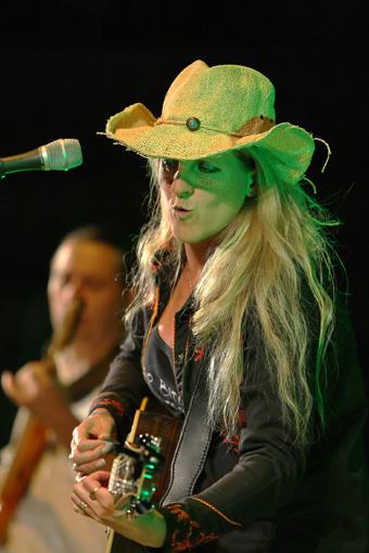 Liane Edward, chanteuse country