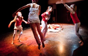spectacle de Noël avec les élèves du cours de danse contemporaire