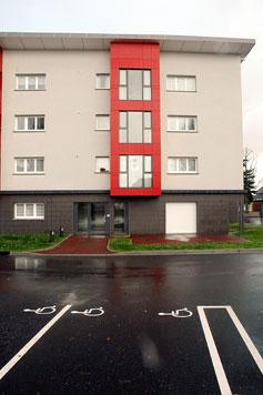 la résidence Wallon et son parking aménagé