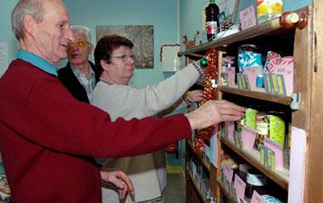 Dans l'épicerie solidaire du Secours catholique